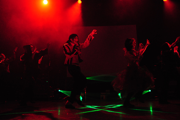 Navi and zombies performing Thriller